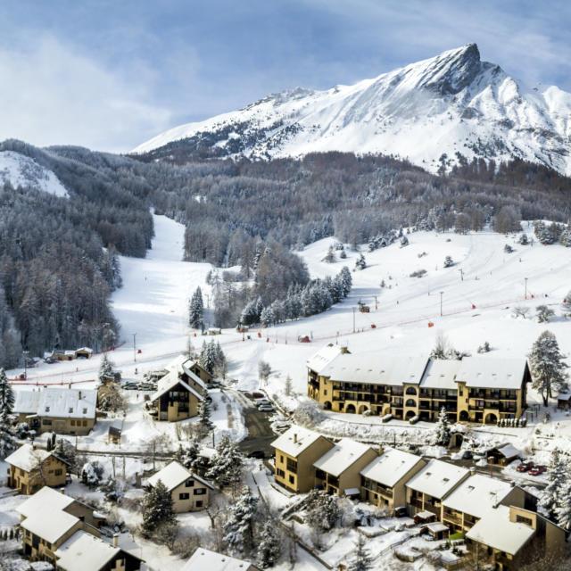 Station village de Laye au pied du Pic de l'Aiguille