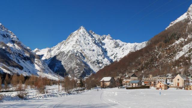Piste de ski fond au Hameau des Borels à Champoléon