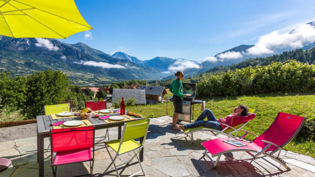 Hautes-Alpes (05), Vallée du Champsaur, Saint-Léger-les-Mélèzes, location saisonnière, appartement 4 personnes dans le chalet de Emmanuel Blondeau //  Hautes-Alpes (05), Valley Champsaur, Saint-Léger-les-Mélèzes, rent, apartment 4 people in the chalet Emmanuel Blondeau