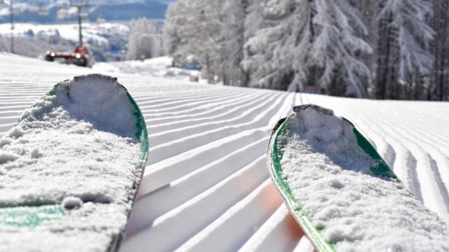 Skis sur les pistes de la station de Chaillol