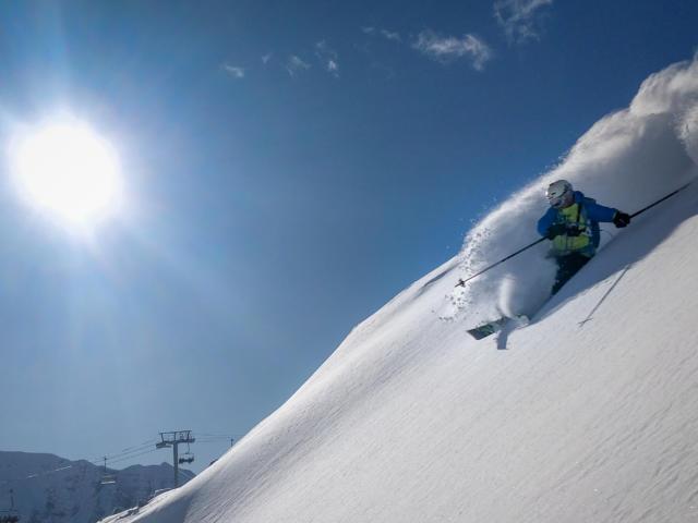 Skieur à la station d'Orcières Merlette