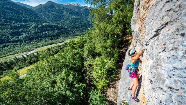 Escalade au rocher du Mézel à Pont du Fossé