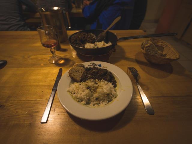 Repas du soir en refuge dans le Valgaudemar