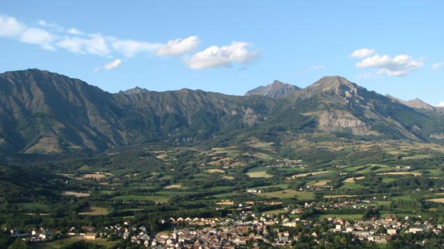 Le village de Saint-Bonnet-en-Champsaur et le bocage champsaurin