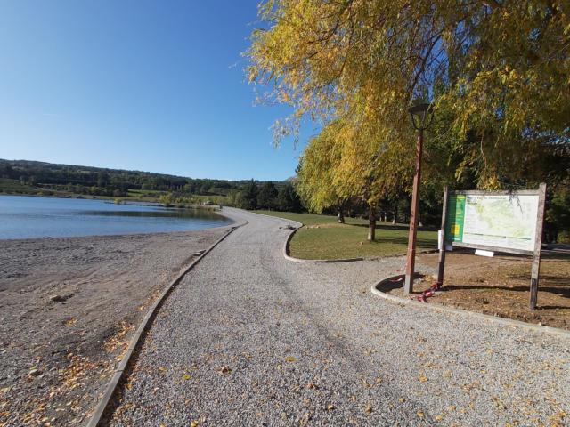 Plan d'eau du Champsaur piste du tour du lac