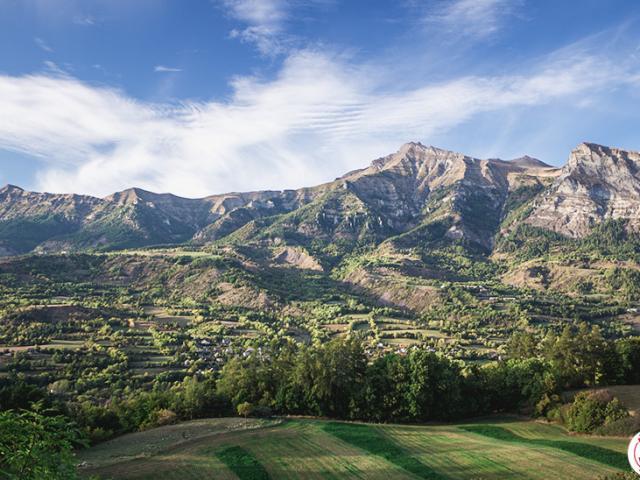Vue depuis Sait Léger les Mélèzes sur la vallée du Champsaur